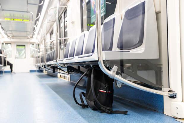 Пассажира с муляжом бомбы задержали в петербургском метро