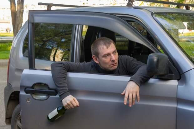 Пьяный ижевчанин пытался отбить у полиции выпившего мужчину