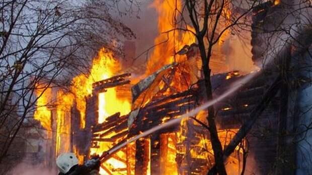 Спасатели потушили горящий склад на юго-востоке Москвы