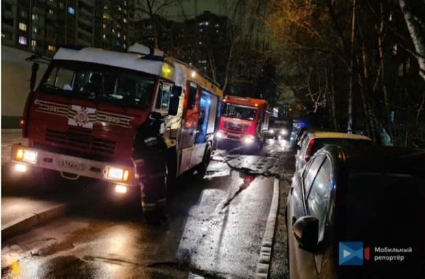 В Марьине ликвидировали возгорание электрокабелей в подвале дома