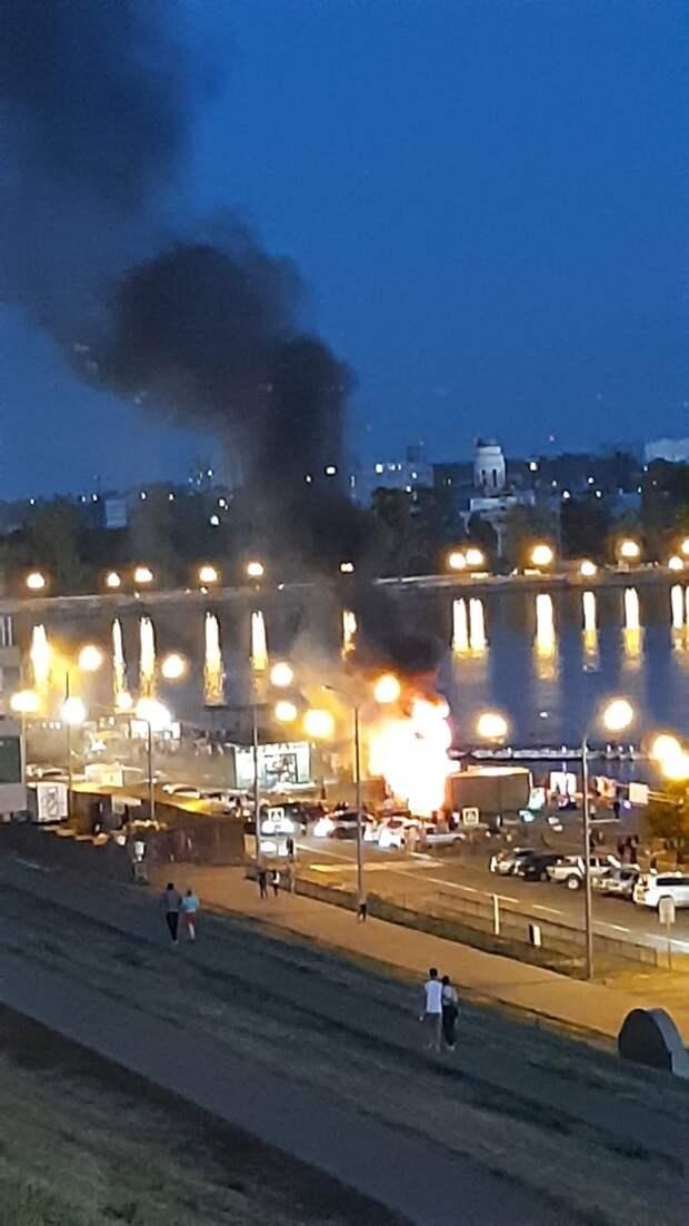 На набережной Ижевска вспыхнул пожар