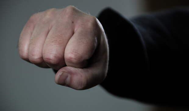 Школьники во Владивостоке избили сверстника и сломали ему скуловую кость