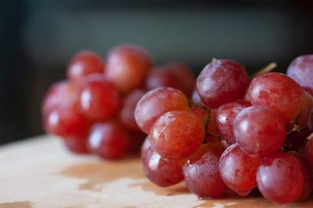 Самую дорогую гроздь винограда продали в Японии