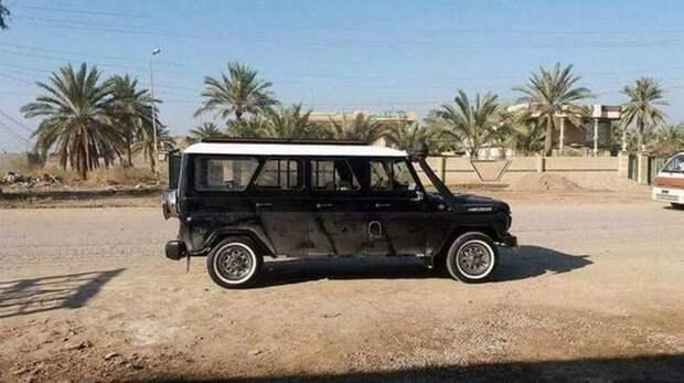УАЗик с 6-дверным кузовом на дорогах Египта. Крыша окрашена в белый цвет, чтобы не так нагревалась. авто, автомобили, внедорожник, лимузин, самоделка, уаз, уазик, шестидверный автомобиль