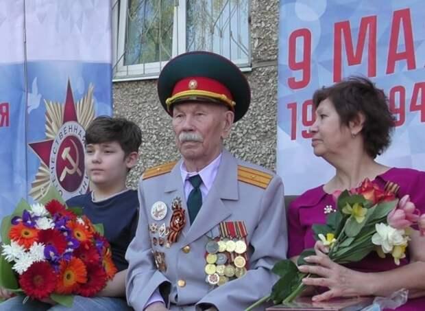 В Ижевске установили мемориальную табличку на доме, где жил ветеран Алексей Рылов