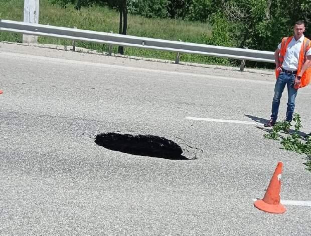 Обвал дороги произошел в Симферополе из-за строительства коллектора