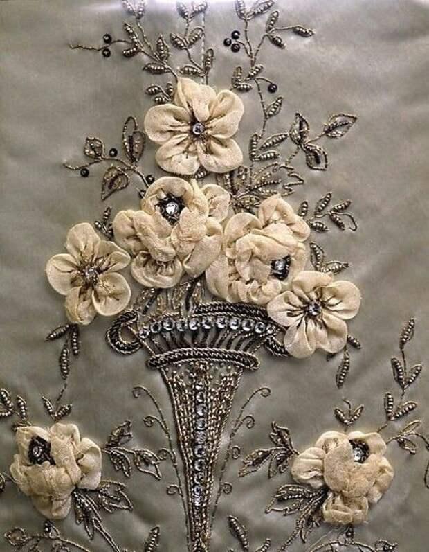 Цветы из ткани в работах дизайнеров и мастеров вышивки, фото № 30