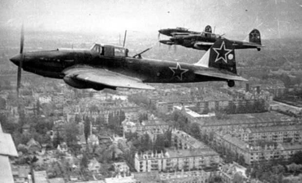 Историк рассказал о реакции нацистов на первую бомбардировку Берлина советскими войсками