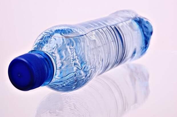 Пассажирам станций «Стрешнево» и «Балтийская» раздают бесплатную воду