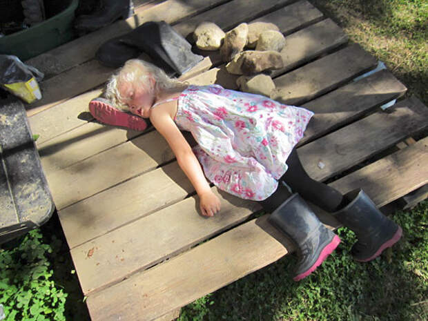 funny-kids-sleeping-anywhere-44-57a988480be3f__605