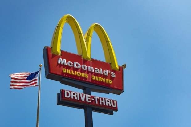 Минимальная зарплата в McDonald's США превысила доходы 97,3% россиян