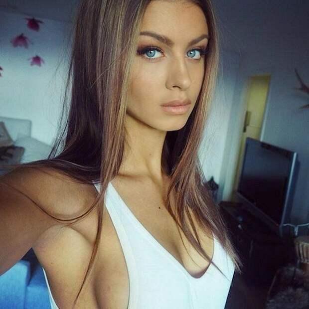 Красивые девушки и их боковые засветы
