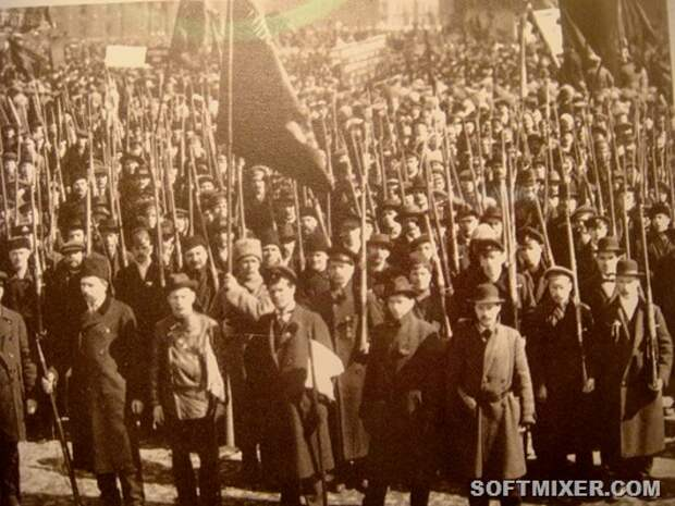First_Red_Guards_in_Petrograd,_fall_1917_cropped
