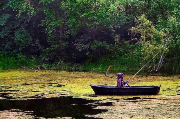 В Московской области на пруду заметили смерть с косой