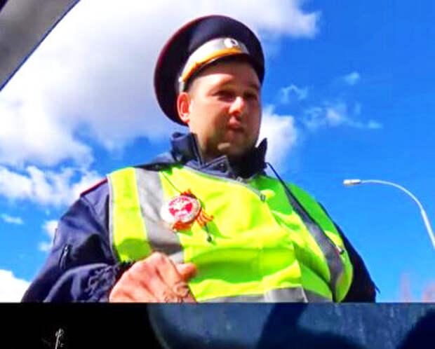 Инспектор ДПС остановил, и не подходит. Автоюрист советует соблюдать три правила