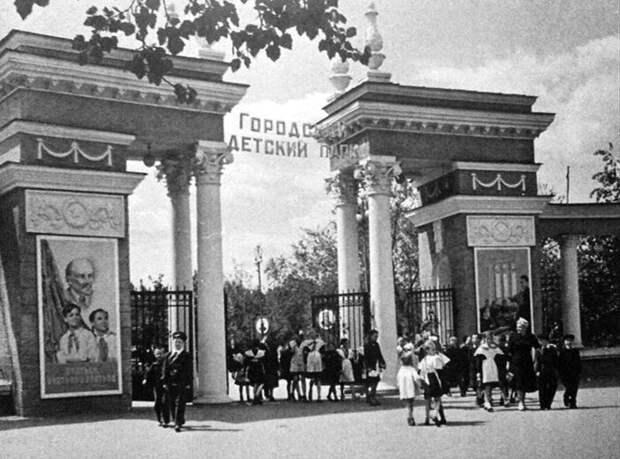 Парк «Орлёнок» после открытия в 1954 г. http://vadim-galkin.ru/voronezh-2/voronezhskomu-parku-orlyonok-65-let/