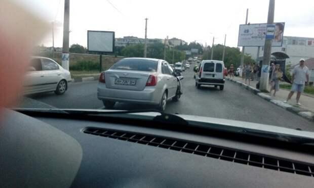 Сегодня по Севастополю проще пройти, чем проехать (фото)