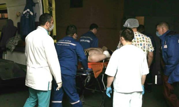 «Прогноз для жизни благоприятный»: ночью архангельские хирурги прооперировали одного из пострадавших в крушении вертолёта