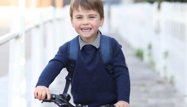 Принцу Луи —3 года! Кейт Миддлтон поделилась трогательным фото