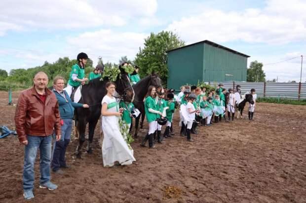 В Бурцеве состоялось конное представление «Бабушкины сказки»