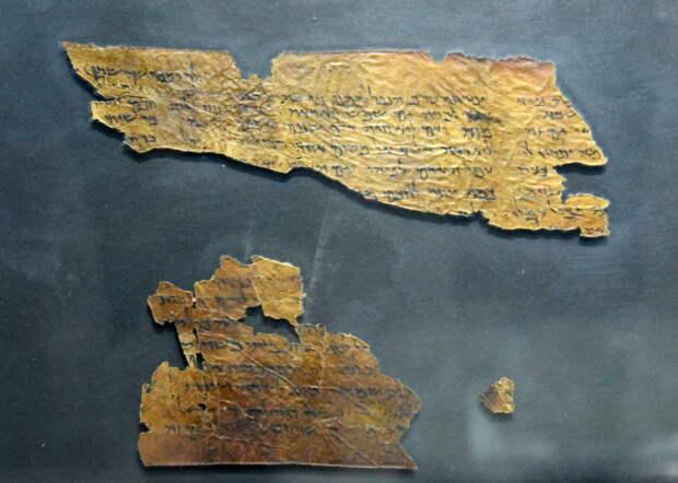 Фрагмент медного свитка. \ Фото: ancient.eu.