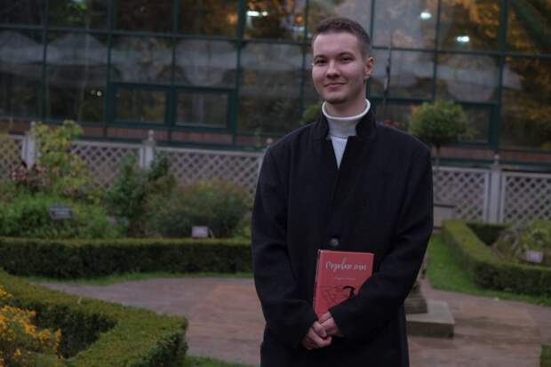 Студент из Южнопортового района издал книгу о любви