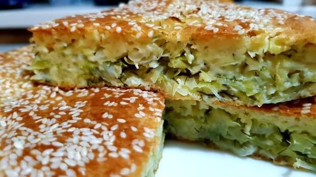 Мой любимый капустный пирог. Мало теста и много начинки.