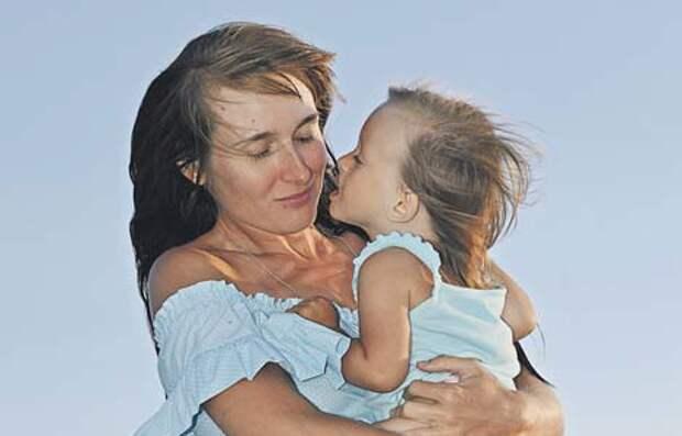 Идея создать фонд пришла Елене Осиповой после того, как ей пришлось серьёзно побороться за здоровье недоношенной дочки/ из личного архива