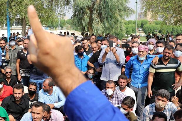 Иранские рабочие, несмотря на репрессии, все чаще выступают против властей