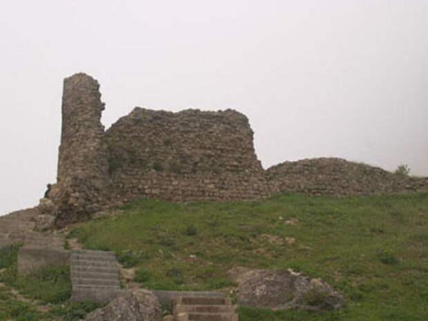Руины Ленкоранской крепости в современной Ленкорани