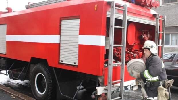 Спасателям удалось локализовать крупный пожар в Екатеринбурге