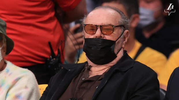 Джек Николсон впервые за пандемию появился на матче любимой команды