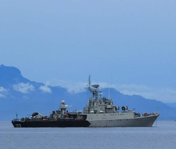 Британский эсминец как-то не заметил, что наши пограничники его выдворили