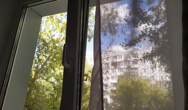 Выпавшая из окна 7-летняя девочка погибла в Ижевске