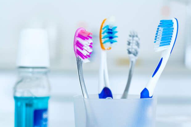 Зубы полезно чистить не только утром и вечером, но и после еды