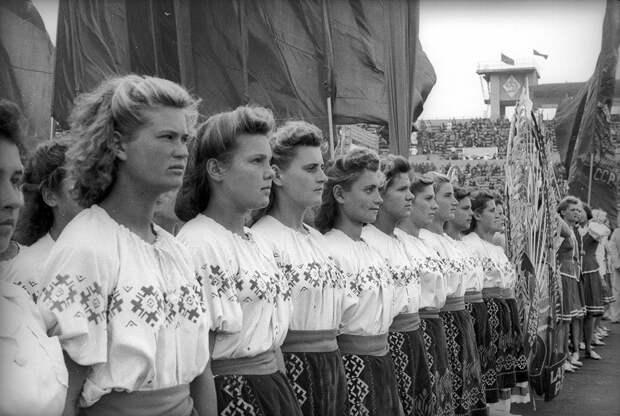 РЕДКИЕ атмосферные кадры старой Москвы 1930-50-х (ФОТО)