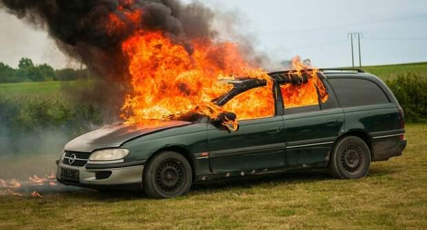 Блогеры проверили, может ли от жары в машине взорваться огнетушитель