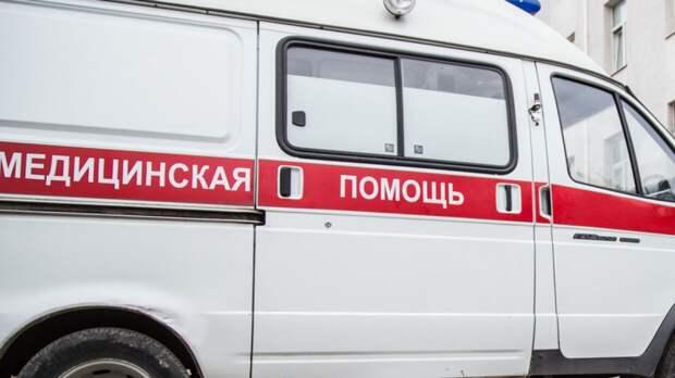 Машина скорой помощи столкнулась с иномаркой возле больницы в Челябинске