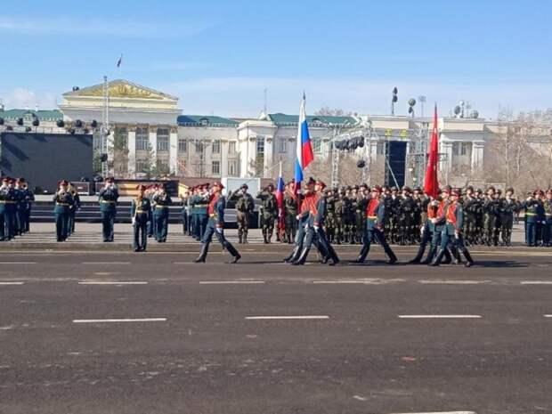 Парад Победы начался на главной площади Читы