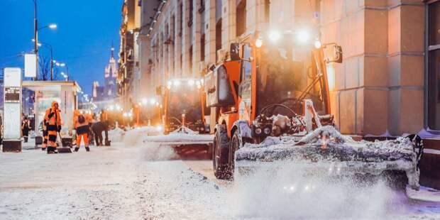 Парковку в 3-ем Лихачевском освободили от ледяных глыб
