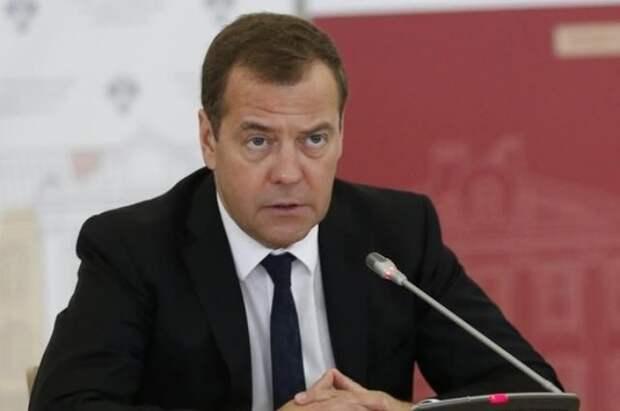 Медведев прокомментировал предстоящую встречу Путина и Байдена