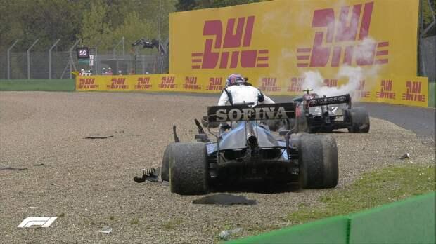 Боттас и Расселл устроили крупную аварию на Гран-при Эмилии-Романьи. Гонку остановили