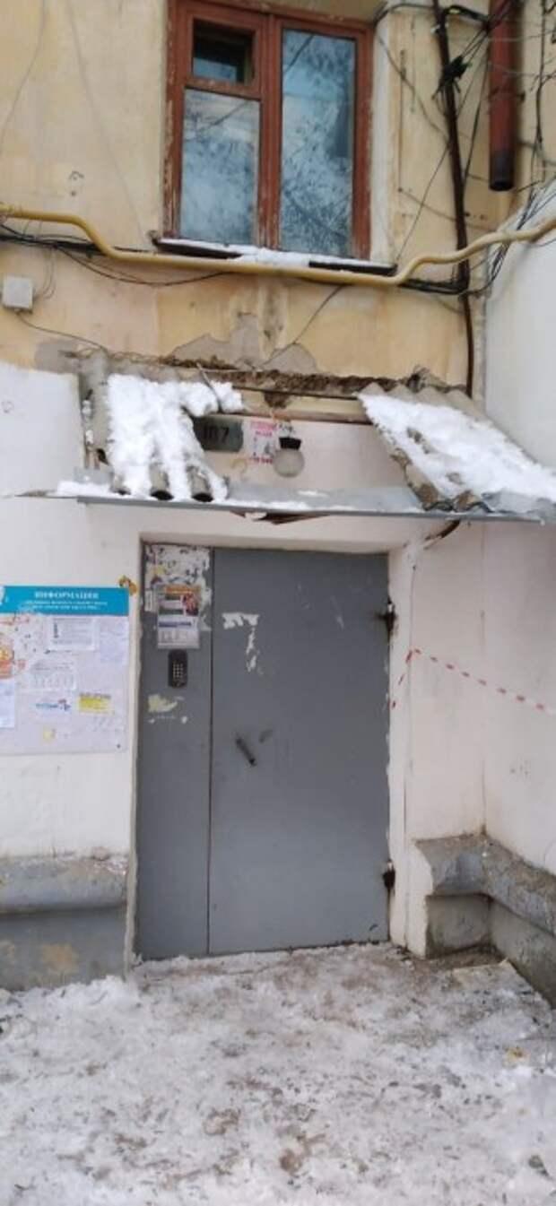 Появились фото последствий бездействия по уничтожению сосулек в Крыму