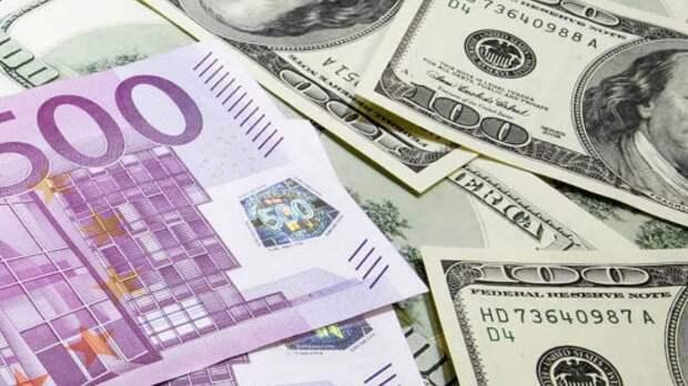 Курсы доллара США и евро понизились