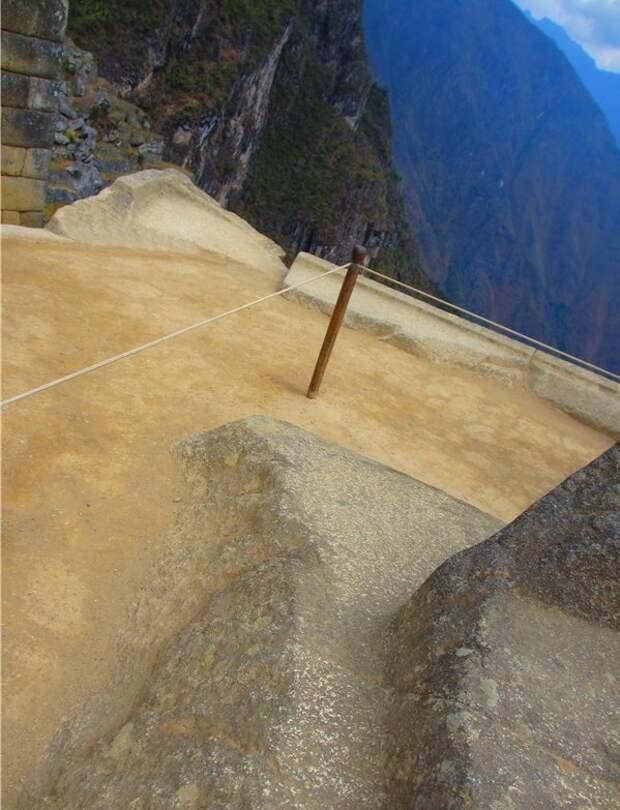 """Площадка вокруг интиуатаны на вершине """"Священного холма"""" в Мачу-Пикчу. Фото взято с официального форума ЛАИ: https://laiforum.ru/viewtopic.php?f=64&t=4078&sid=07be672d8a9caaa17b5c83352287f780"""