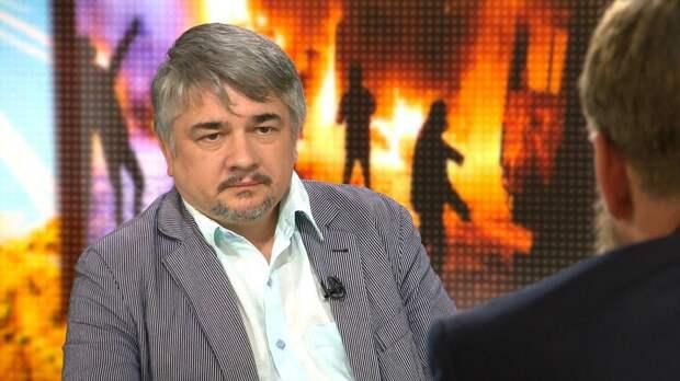 Ищенко пояснил, что хотят получить от нового правительства Украины Ахметов и Коломойский