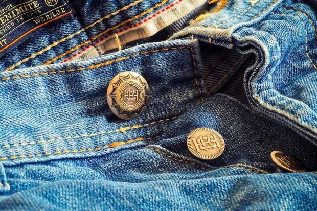 В моду вернулись джинсы в стиле 90-х
