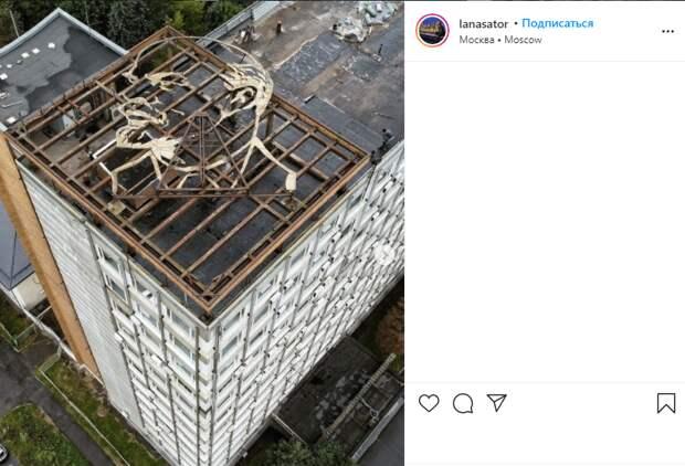 Фото дня: Ленин спрятался на крыше в Алтуфьеве