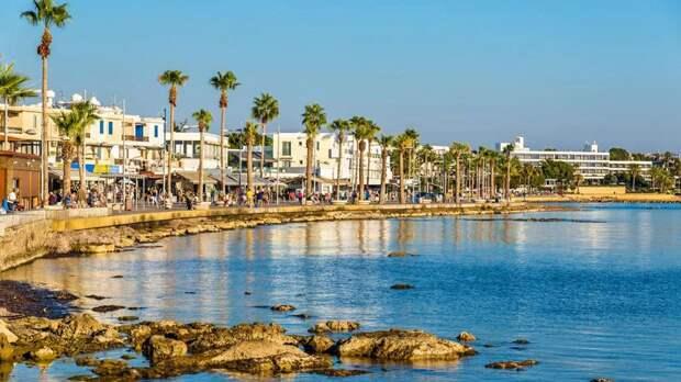 Кипр смягчил ограничения для туристов и местных жителей