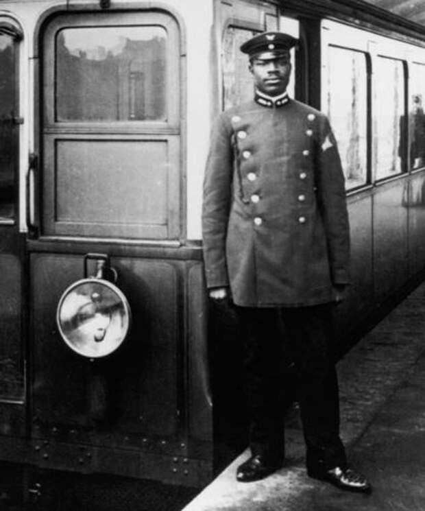 камерунец Мартин Дибобе, кондуктор трамвая на U-Bahnhof Schlesisches Tor, Берлин, 1908 год.